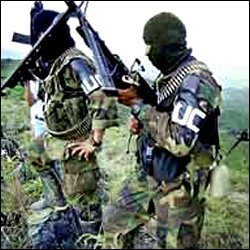 paramilitares_colombianos_julio05
